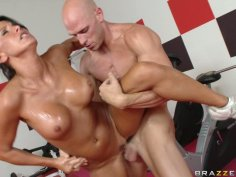 Busty sport trainer Lazley Zen gets banged in gym